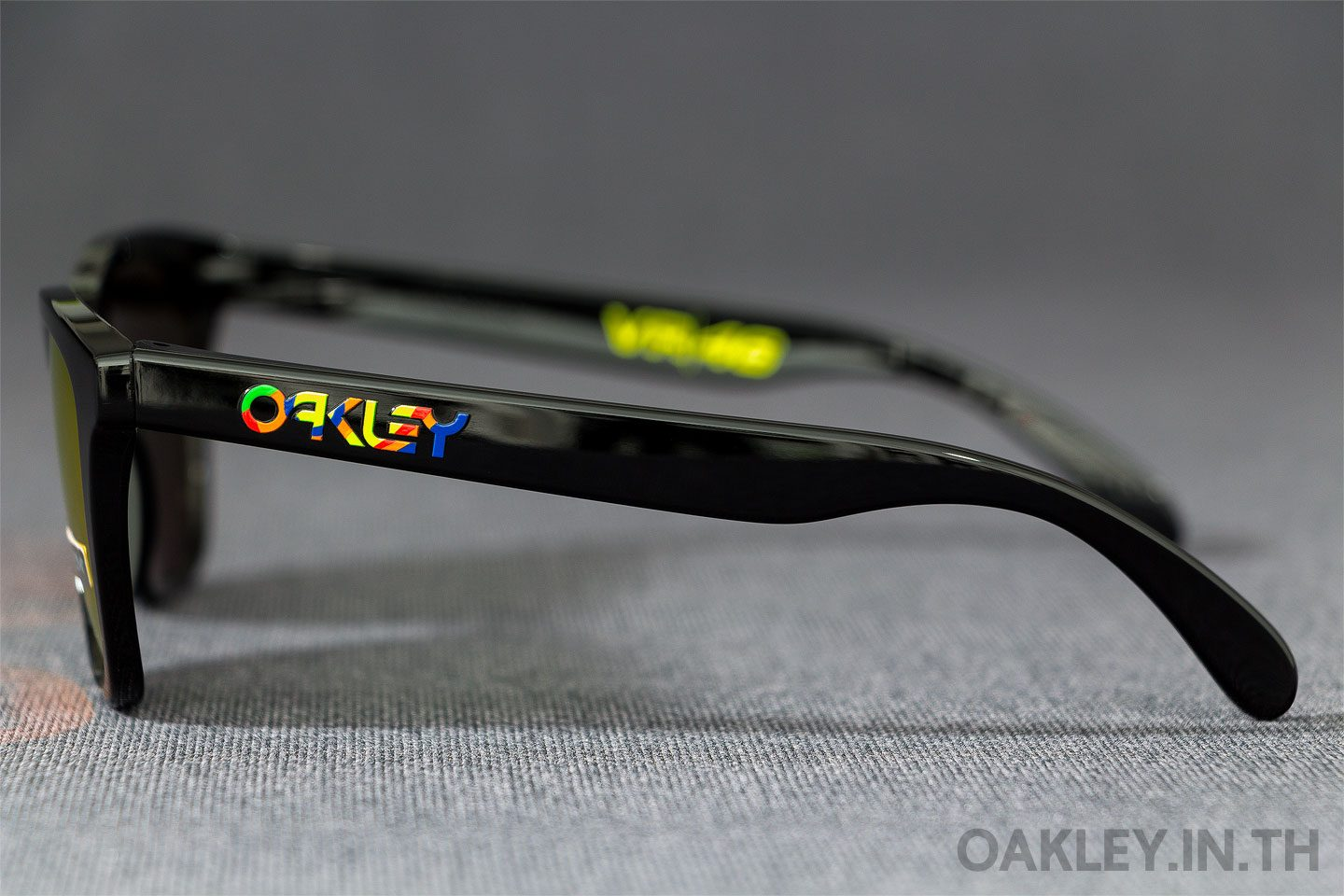e588edad0c OAKLEY FROGSKINS Valentino Rossi VR46 Signature Collection Polished Black  Prizm Ruby Iridium