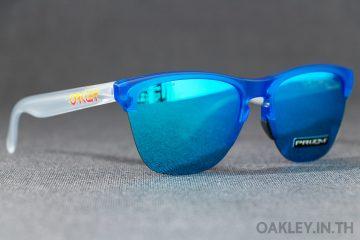 5b19801d4ca OAKLEY FROGSKINS LITE Grips Collection Matte Translucent Sapphire Prizm  Sapphire Iridium