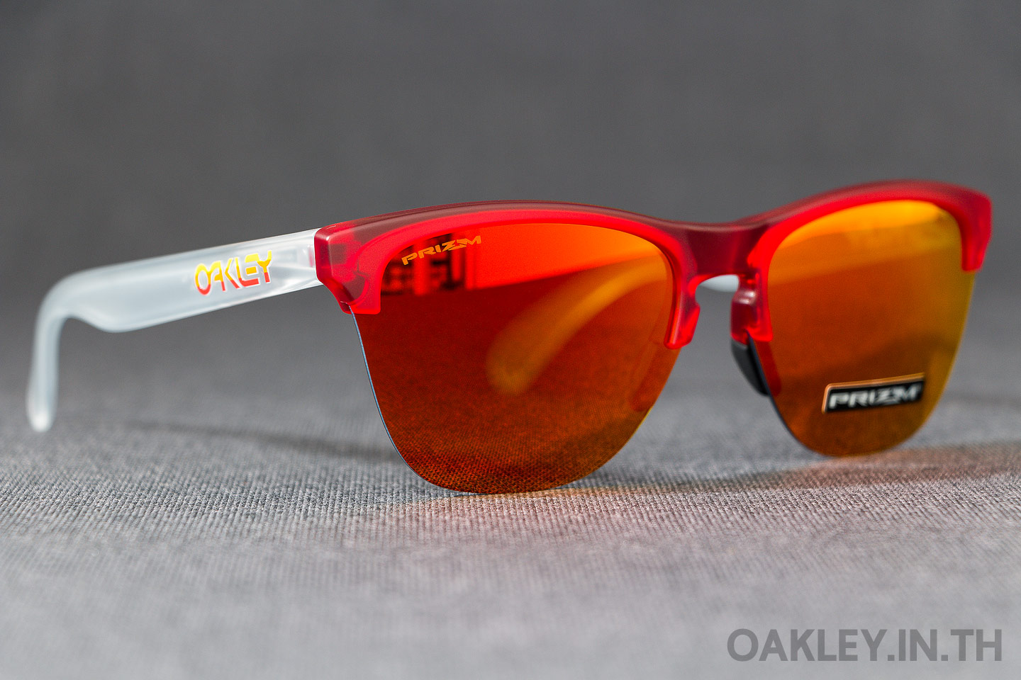 c9680aae82 OAKLEY FROGSKINS LITE Grips Collection Matte Translucent Red Prizm Ruby  Iridium